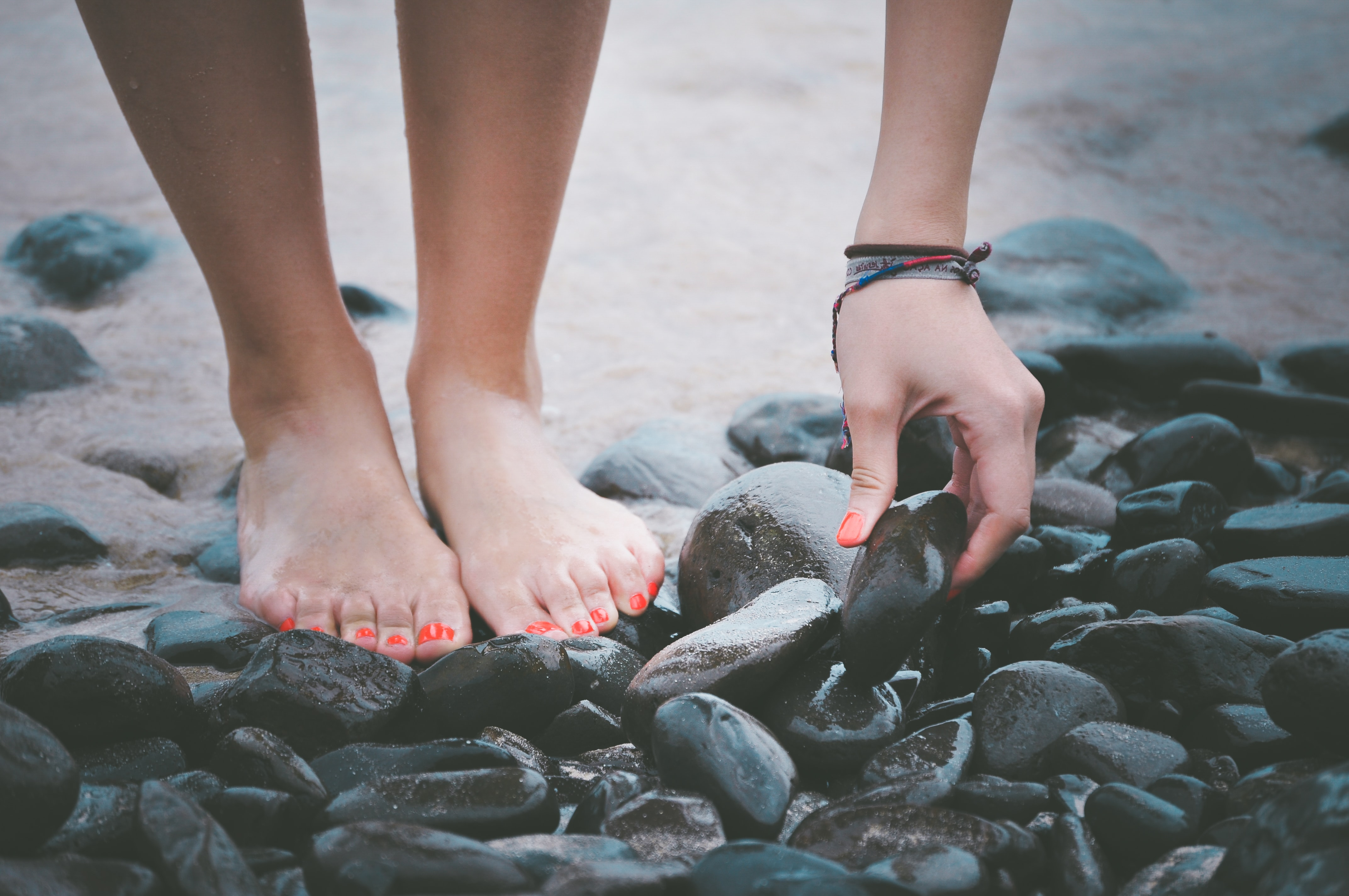 What's the difference between hammer toes and claw toes?
